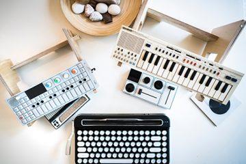 Musiikkivimpaimia pöydällä