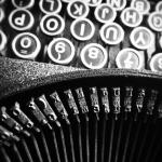 Vanhan kirjoituskoneen näppäimistöä