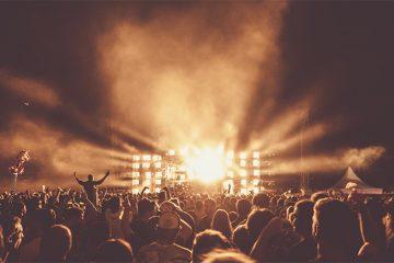 Yleisömeri rock-konsertissa