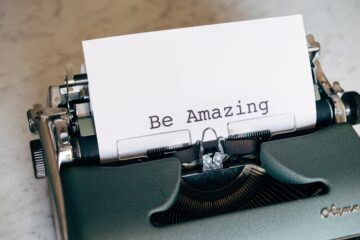 """Typewriter with paper and text """"Be Amazing""""."""